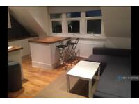 2 bedroom flat in Station Road, London, E12 (2 bed)