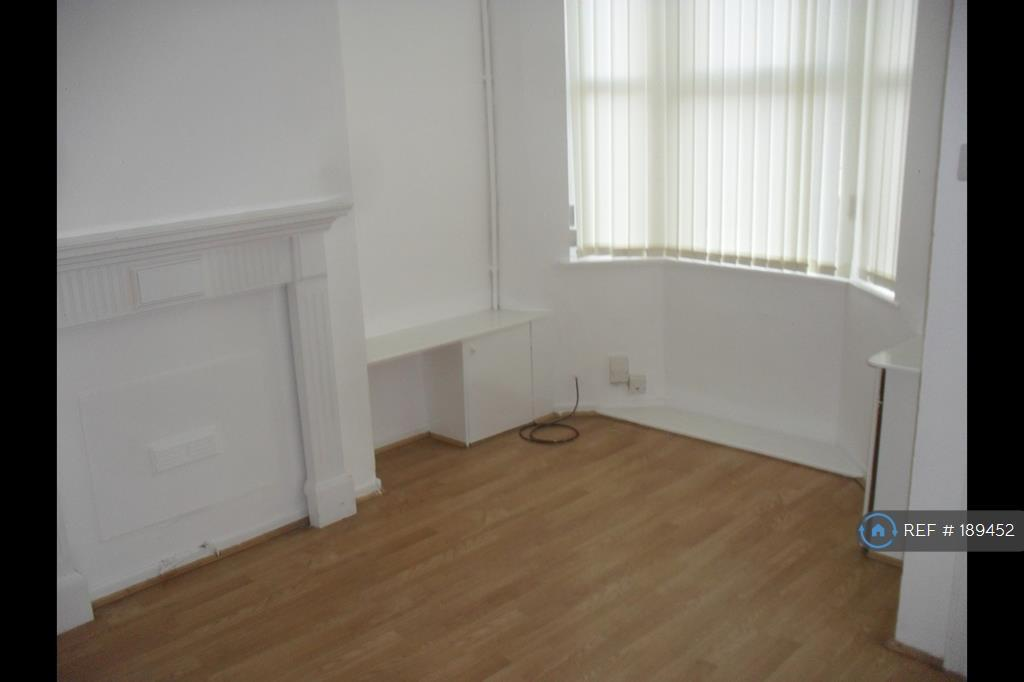 2 bedroom house in Harrowby Road, Birkenhead, CH42 (2 bed)