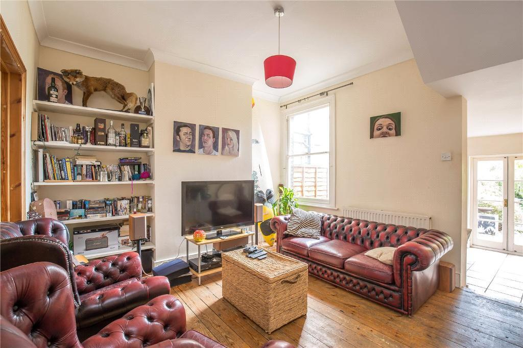 3 bedroom house in Highworth Road, Bounds Green, N11