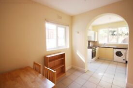 Cricklewood - 2 Bed Flat for Rent - Ideal for Professionals - Near Amenities and Stations