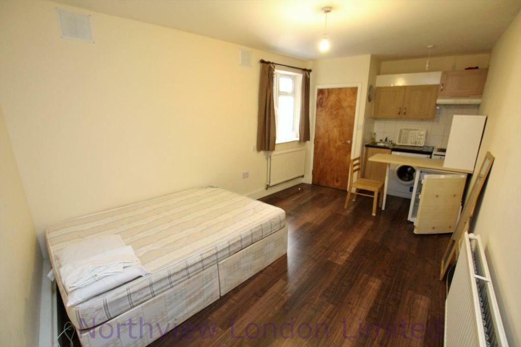 Studio flat in Green Lanes, Harringay, N4