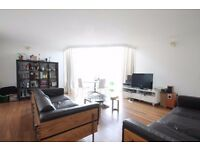 Large double bedroom with en suite bathroom in a riverside property. Single professionals only.