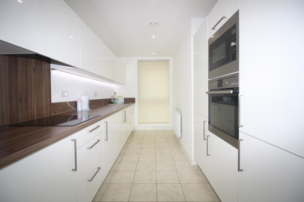 @ 3 bedroom duplex flat in Kingfisher Heights Royal Docks - Private terrace & Garden!!