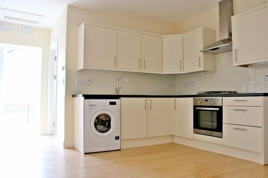 Deptford High Street - One bedroom flat available now in the heart of Deptford