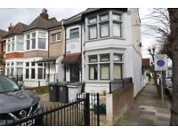 Studio To Let with private outside space and parking. Green Lanes, N8