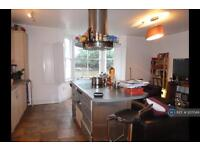 3 bedroom flat in Lauriston Road, London, E9 (3 bed)