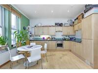 2 bedroom flat in Mitcham Lane, Tooting