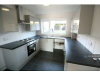 3 bedroom flat in Avon Way, Colchester, CO4 (3 bed) (#1004795)