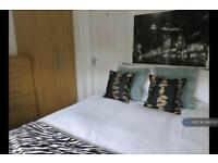 1 bedroom in Candover Close, Harmondsworth, West Drayton, UB7