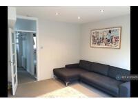 2 bedroom flat in Ashchurch Park Villas, London, W12 (2 bed)