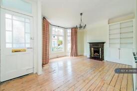 2 bedroom flat in Cowley Road, London, SW14 (2 bed)