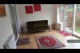 1 bedroom in South Lane, Surrey, KT3 (#1149948)