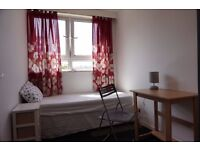 Big size single room in Poplar, 2 weeks deposit, no fees!