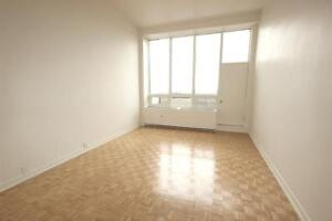 Renovated Top-floor 3.5 available July 1st - Downtown