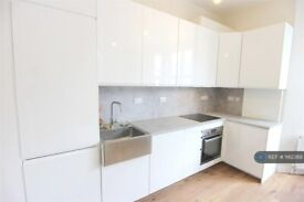 1 bedroom flat in Fulham Palace Road, London, W6 (1 bed) (#1162368)