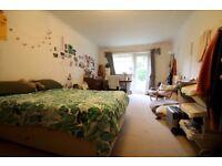4 Bedroom Flat in Kingston Surbiton Lovelace Road in July