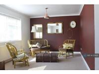 2 bedroom flat in Lincoln Road, London, N2 (2 bed)