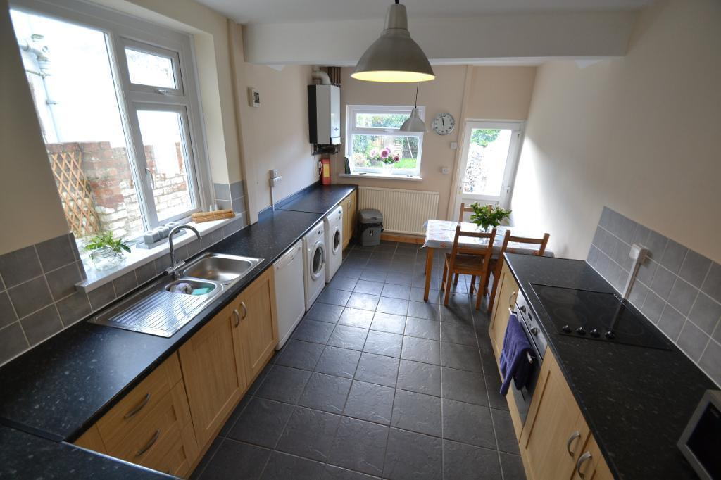 4 bedroom house in Manor Street, Heath, Cardiff