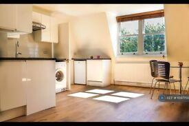 1 bedroom flat in Elsham Road, London, W14 (1 bed) (#1097750)