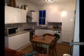 4 bedroom flat in Musard Road, London, W6 (4 bed) (#1119752)