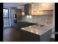 3 bedroom flat in Ellen Phillips Lane, London, E2 (3 bed)