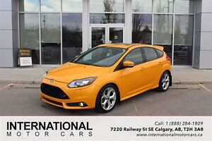 2014 Ford Focus ST TURBO! NAVI! LOW KMS! MINT!