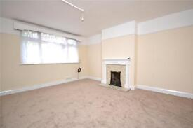 2 bedroom flat in Torrington Close, London, N12