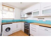 ***SPACIOUS TWO BEDROOM FLAT TO RENT NEAR VICTORIA PARK TO RENT*** BALCONY