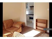 1 bedroom flat in Vauxhall, London, SW8 (1 bed)