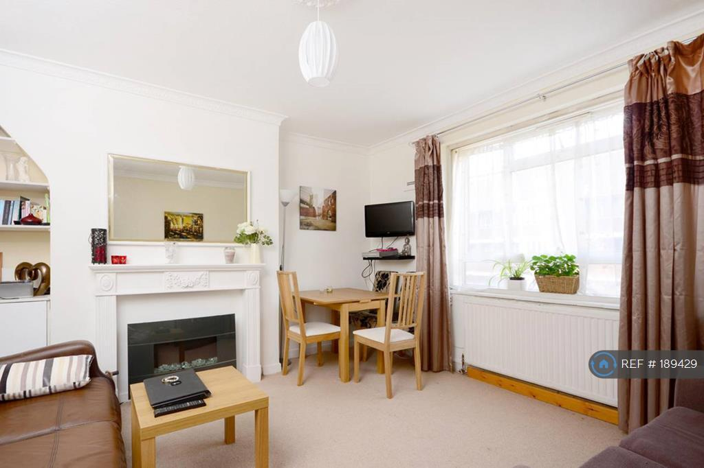 2 bedroom flat in White City Estate, London, W12 (2 bed)