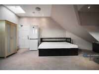 1 bedroom in Great West Road, Isleworth, TW7 (#975456)