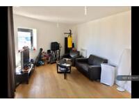 2 bedroom flat in Hallsville Road, London, E16 (2 bed)
