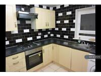 5 bedroom flat in Patrick Connolly Gardens, London, E3 (5 bed)
