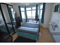 2 bedroom flat in Lilac Road, Southampton, SO16 (2 bed) (#1016499)