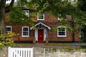 1 bedroom flat in Charlton Road, Shepperton, TW17 (1 bed) (#1122809)