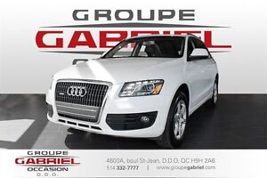 2012 Audi Q5 2.0 Quattro * PANORAMIC ROOF * PARKING SENSORS *