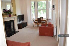 2 bedroom flat in Harvard Road, London, W4 (2 bed) (#1027361)