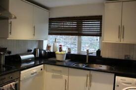 3 bedroom flat in Mallow Mead, London, NW7