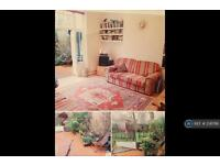 3 bedroom flat in Ridge Road, London, N8 (3 bed)