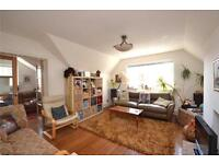 4 bedroom flat in Queens Avenue, Muswell Hill, London, N10
