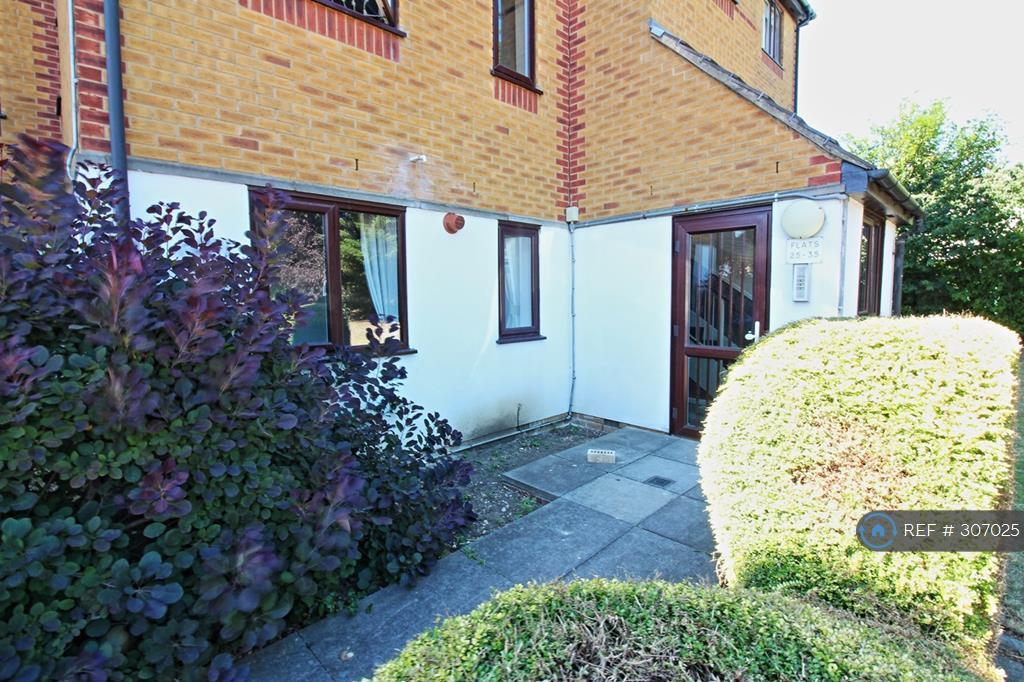 1 bedroom flat in Alan Hocken Way, London, E15 (1 bed)