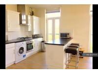 2 bedroom flat in Mosquito Way, Hatfield, AL10 (2 bed)