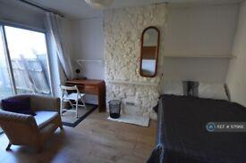 1 bedroom in Burgess Road, Southampton, SO16 (#971966)