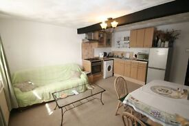 Hertford university easily accessible flat for maximum 2 non smokers
