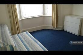 Studio flat in Childeric Road, London, SE14