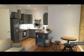 2 bedroom flat in Gowers Walk, London, E1 (2 bed) (#1074277)