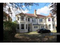 2 bedroom flat in Parkgate, Westcliff-On Sea, SS0 (2 bed)