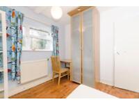 Double bedroom in Finsbury park