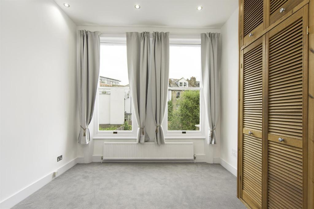2 bedroom flat in Fordwych Road, West Hampstead