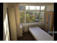 1 bedroom in North Gates, London, N12